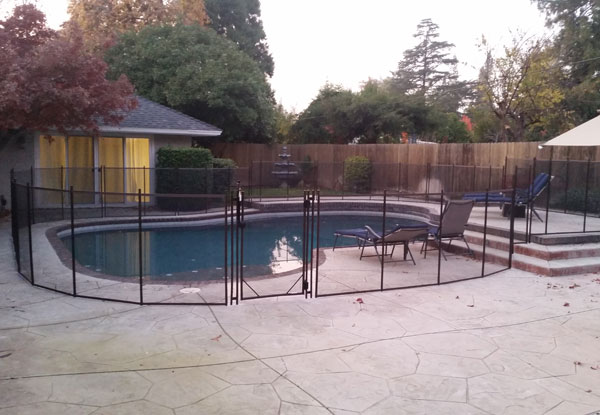 Fresno Black Mesh Brown Trim Fence