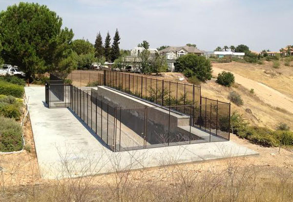 Black Mesh/Brown Trim Fencing